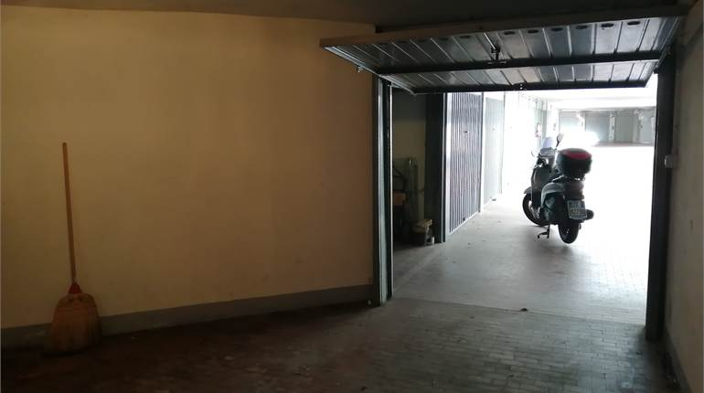 Garage for sale in Milano